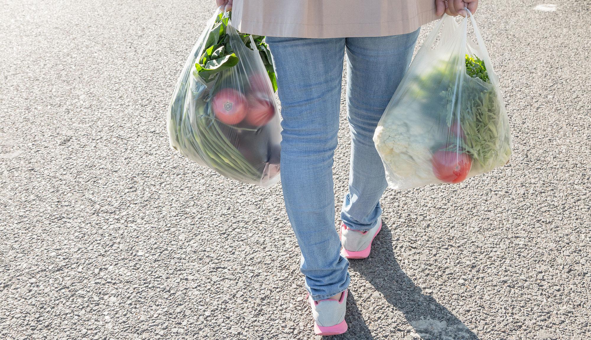 Cinco consejos para reducir nuestra dependencia de los plásticos