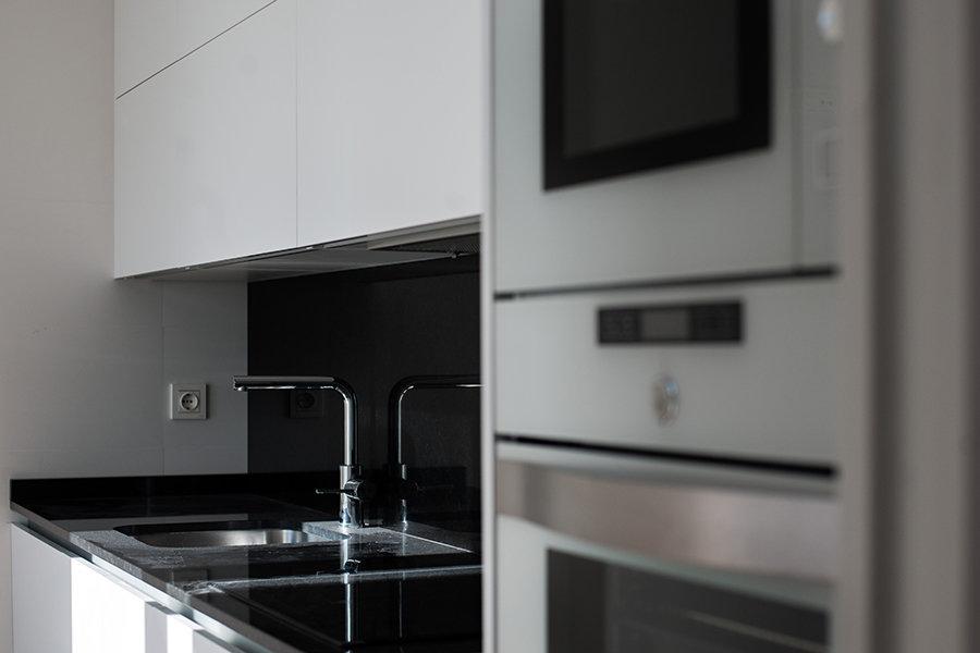 cocina en vivienda del edificio iris