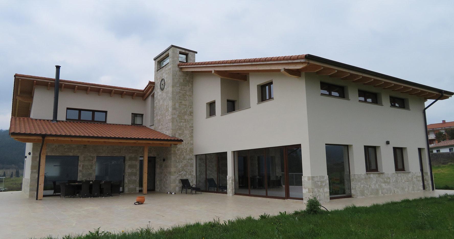 Aerotermia y energía solar para una vivienda unifamiliar en el entorno de Urdaibai