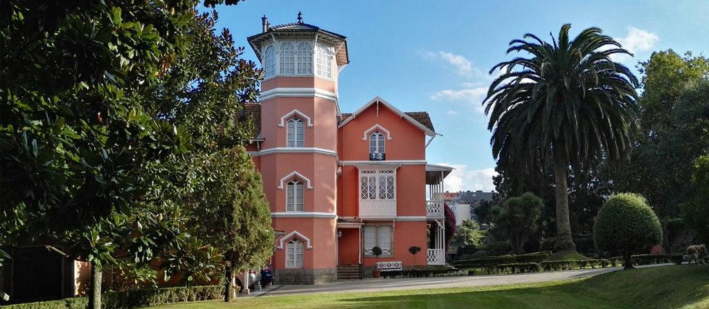 Un sistema aerotérmico con apoyo de caldera en un edificio protegido en A Coruña
