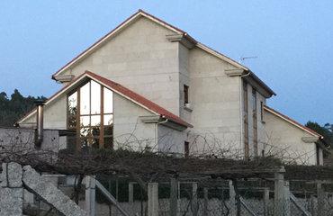 Una vivienda de Sanxenxo presenta un gasto de solo 358 euros anuales en calefacción gracias a la aerotermia.