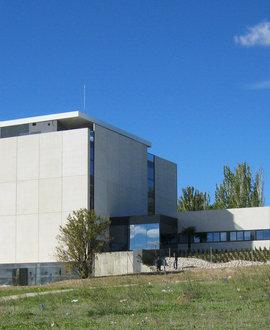 Aerotermia y suelo radiante refrescante para complementar la climatización de un edificio universitario